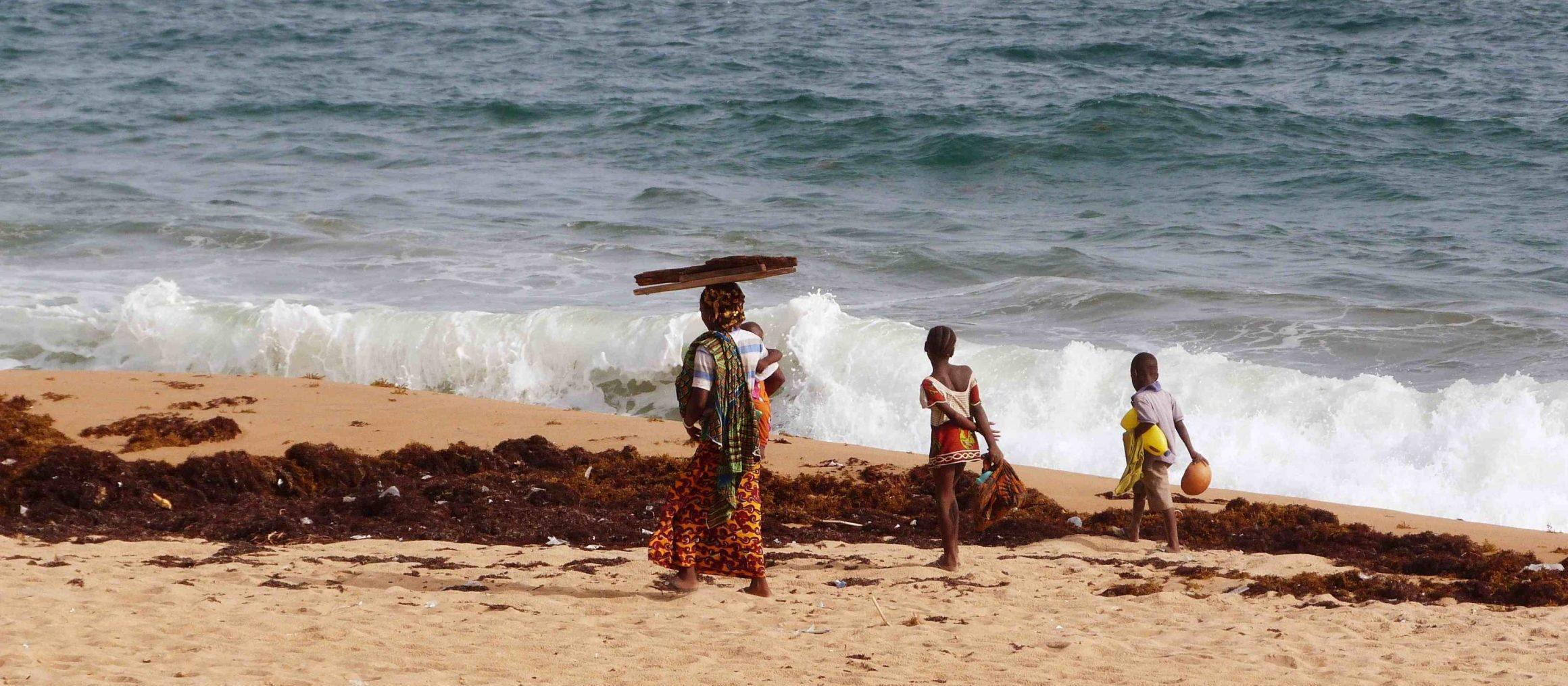 Cote d'Ivoire - Afrique - Plage Famille