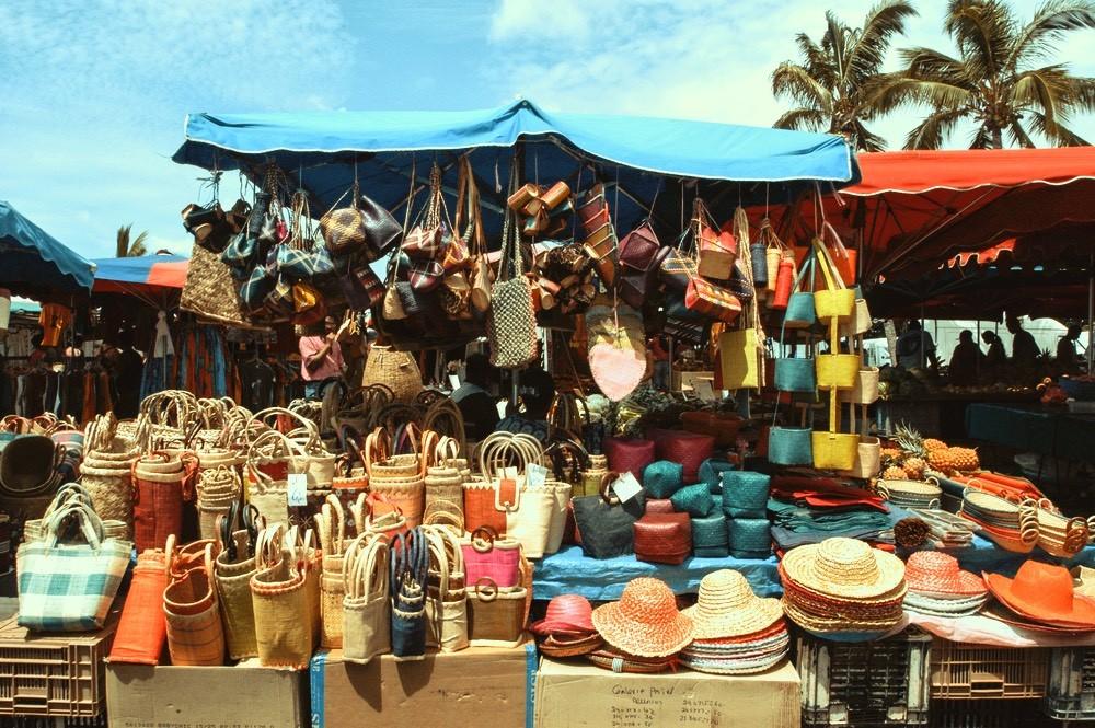marche-artisant-souvenirs-reunion