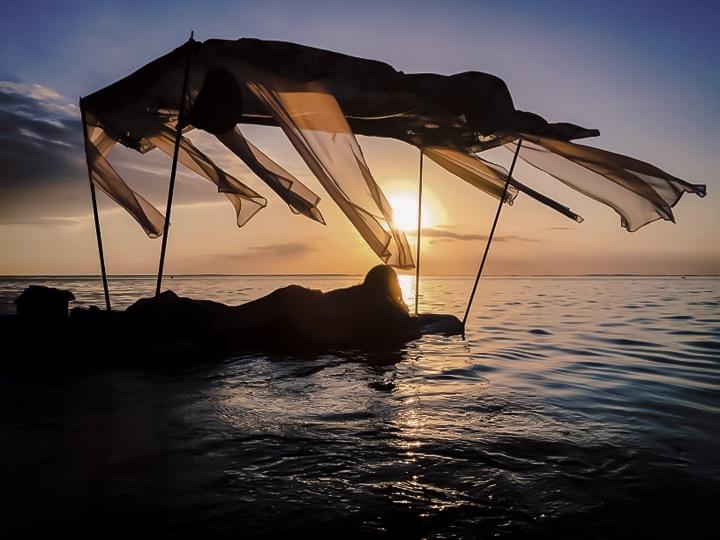 massage sur l'eau au lagon sur l'île de La Réunion